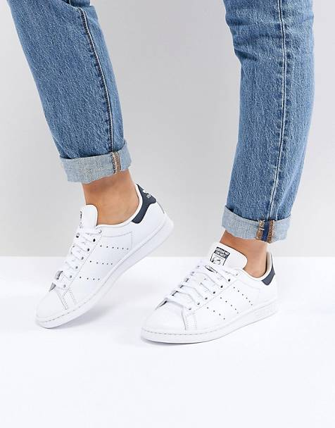 Adidas Originals Stan Smith sneakers in white and navy