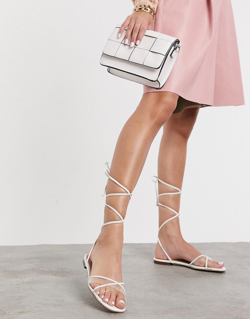 aldo -  – Flache Sandalen in Weiß mit Beinschnürung