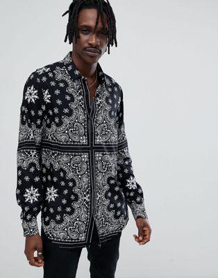 ASOS - Camicia lunga vestibilità classica in viscosa con stampa stile bandana