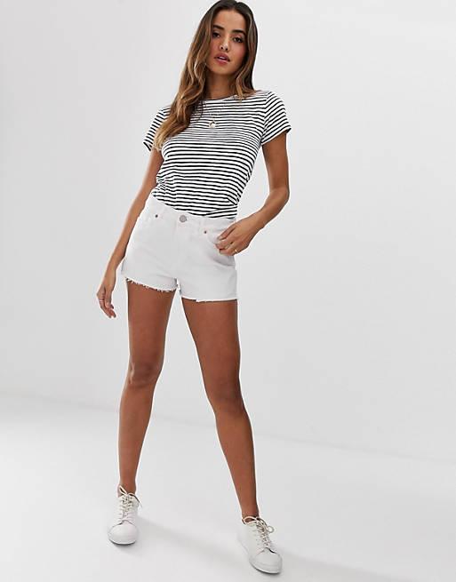 ASOS DESIGN - Alvey - Pantaloncini di jeans a vita medio alta bianchi in tessuto riciclato