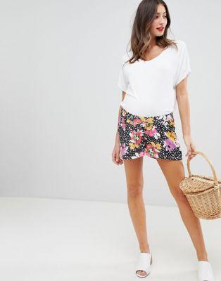 ASOS DESIGN – Blommiga mammashorts i culottemodell