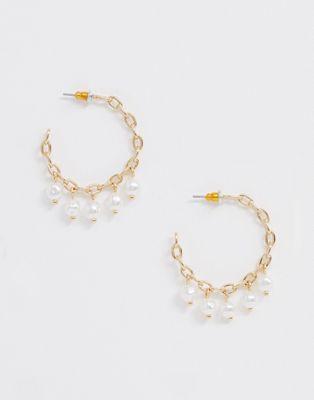 Image 1 sur ASOS DESIGN - Boucles d'oreilles créoles chaînes avec pendants perles - Doré