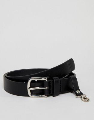 ASOS DESIGN - Cintura slim in pelle sintetica nera con portachiavi