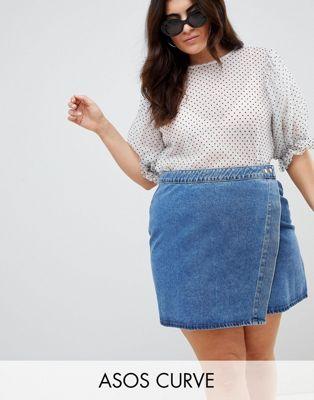 ASOS DESIGN Curve - Jupe portefeuille en jean à délavage moyen bleu