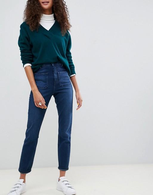 ASOS DESIGN – Farleigh – Schmale Mom-Jeans in dunkelblauer Stone-Waschung mit hohem Bund und aufgesetzten Taschen