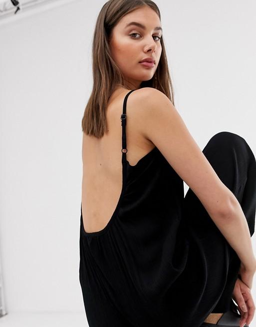 tiefem in Jumpsuit ASOS Rückenausschnitt schwarz mit DESIGN Crinkle Optik wvYvrEqx