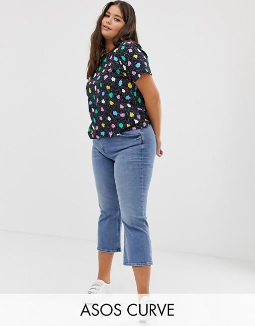 Bild 1 av ASOS DESIGN – Kurvor – prickig t-shirt med rak passform