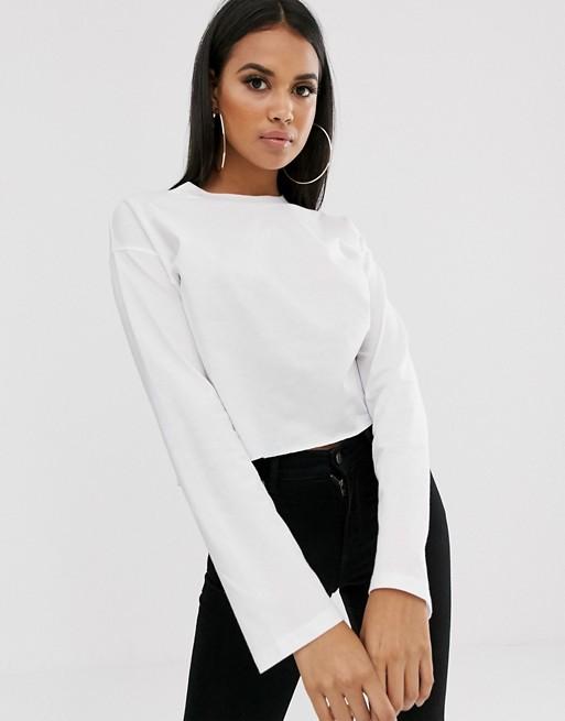 ASOS DESIGN – Kurzes, kastiges T-Shirt mit Overlock-Nähten in Weiß
