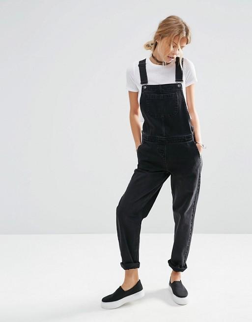 ASOS DESIGN – Latzhose aus Jeansstoff in verwaschenem Schwarz
