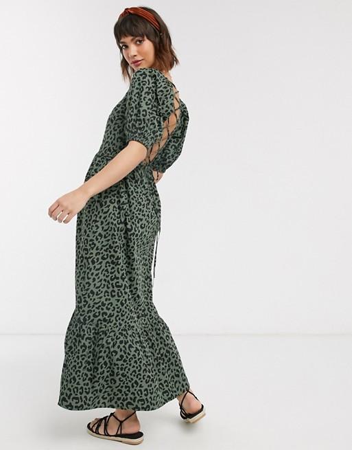 ASOS DESIGN – Leopardmönstrad panelsydd maxiklänning med puffärmar och bar rygg