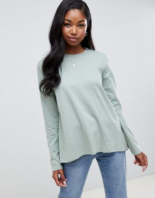 Image 1 of ASOS DESIGN long sleeve t-shirt with dip hem and split back in green