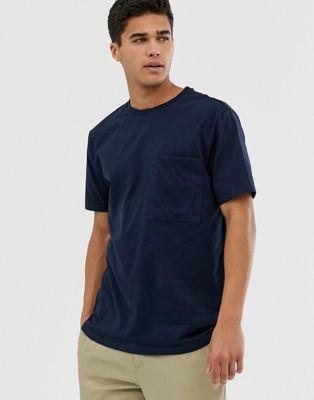 Bild 1 av ASOS DESIGN – Marinblå t-shirt i ekologisk bomull med ficka och avslappnad passform