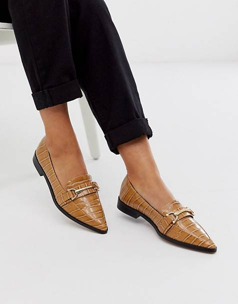 ASOS DESIGN Master snaffle pointed flat shoes in tan
