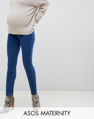 Bild 1 von ASOS DESIGN ‒ Maternity – Ridley – Enge Jeans mit hoher Taille in verwaschenem Blau