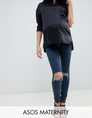 ASOS DESIGN Maternity – Ridley – Skinny-Jeans in blauer London-Waschung mit hohem Überbauchbund und Knierissen