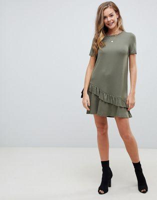 ASOS DESIGN – Mini-T-Shirt-Kleid mit asymmetrischem Rüschensaum