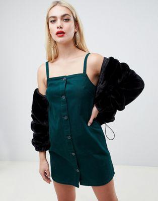 ASOS DESIGN – Mörkgrön jeansklänning med smala axelband och knappar framtill