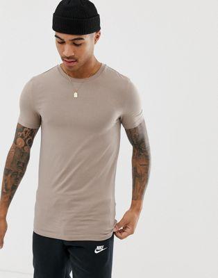 Afbeelding 1 van ASOS DESIGN - Muscle fit T-shirt van biologisch katoen met ronde hals in beige
