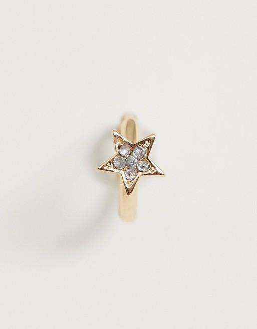 Immagine 1 di ASOS DESIGN - Orecchino a cerchio singolo oro con stella con strass