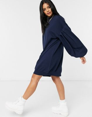 ASOS DESIGN – Oversize-Sweatshirt-Kleid mit Ballonärmeln in Marine-Marineblau