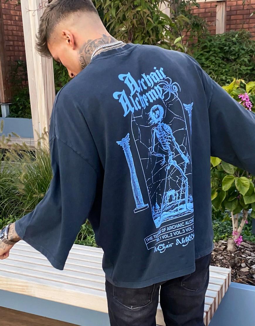 ASOS DESIGN - Oversized, longline t-shirt med skeletprint foran og bagpå i en tung vask-Grå