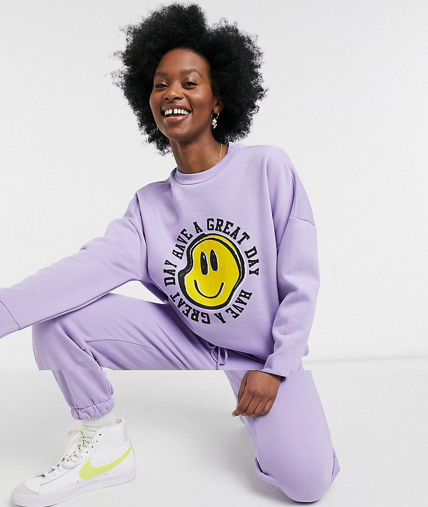 ASOS DESIGN - Oversized træningssæt med sweatshirt og joggingbukser med smiley-grafik i lilla