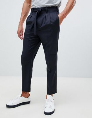 Immagine 1 di ASOS DESIGN - Pantaloni eleganti stretti in fondo in lana blu navy con cintura annodabile