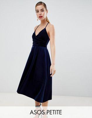 ASOS DESIGN - Petite - Avondkleding - Zijdefluwelen cami midi-jurk met overslag