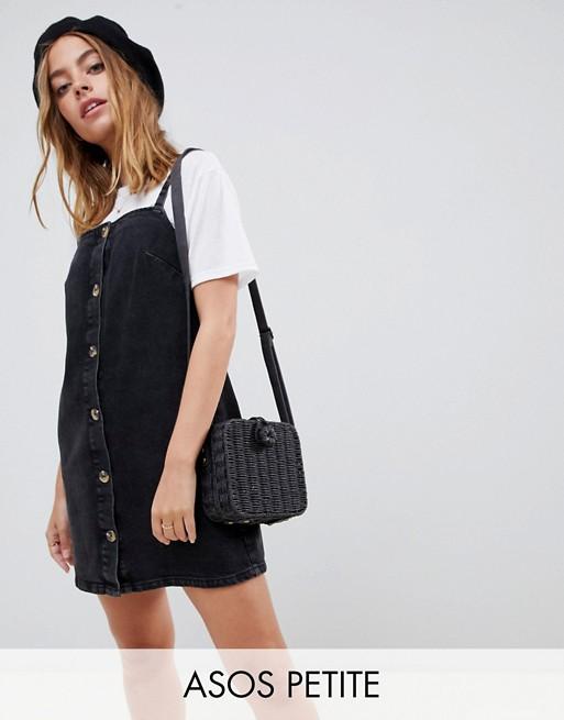 Immagine 1 di ASOS DESIGN Petite Denim - Vestito a sottoveste di jeans nero con bottoni tartarugati