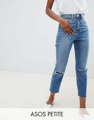 ASOS DESIGN Petite - Farleigh - Jean mom slim taille haute à déchirures - Bleu moyen délavé