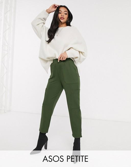 ASOS DESIGN Petite - Pantalon carotte fonctionnel en sergé de jersey avec poches Pantalons et leggings femme