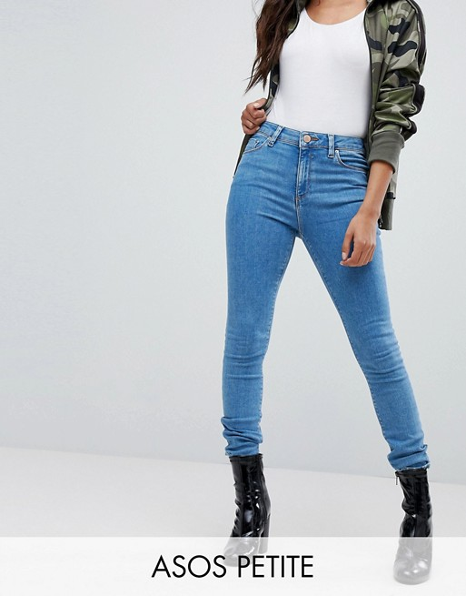 ASOS DESIGN Petite – Ridley – Ankle grazer-jeans i ljusblå tvätt