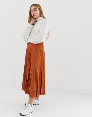 ASOS DESIGN pleated midi skirt with deep bask and split