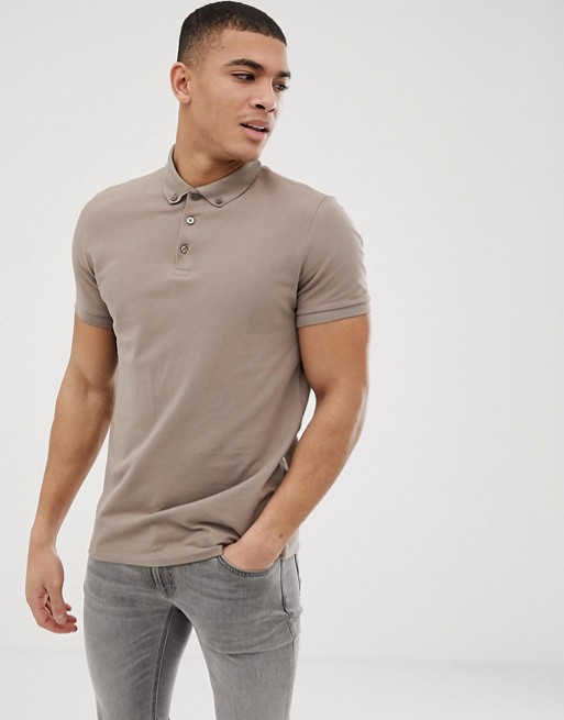 Immagine 1 di ASOS DESIGN - Polo in piqué beige con colletto button-down