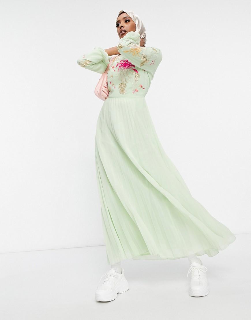 ASOS DESIGN - Salviegrøn broderet maxikjole med plisseret nederdel og trompetærmer