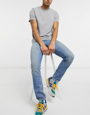 ASOS DESIGN – Schmale Jeans in hellblauer Vintage-Waschung im Used-Look
