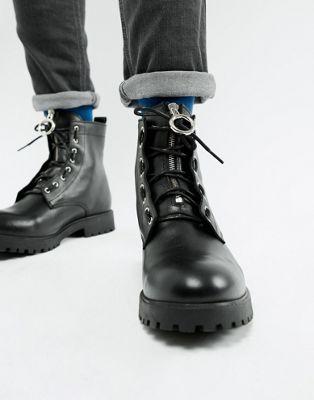 ASOS DESIGN – Schnürstiefel aus schwarzem Leder mit Metallakzent
