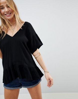 ASOS DESIGN – Skrynklig t-shirt med volangfåll