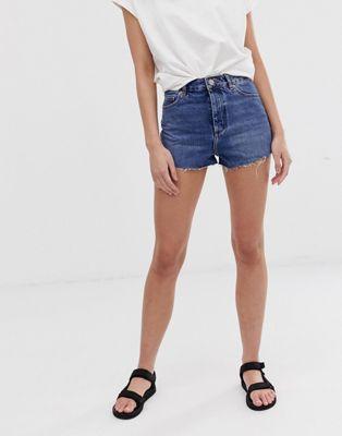 Bild 1 av ASOS DESIGN – Skurna jeansshorts med råkant i vintage blått