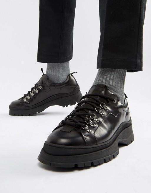 ASOS DESIGN – Sneaker aus schwarzem Leder mit dicker Sohle