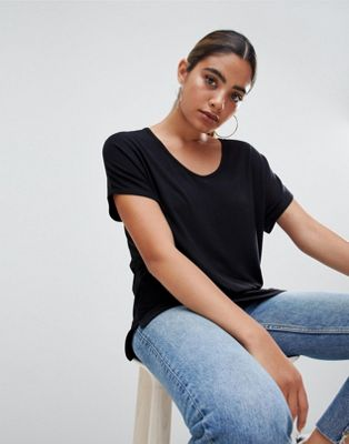 ASOS DESIGN t-shirt with drapey batwing sleeve in black