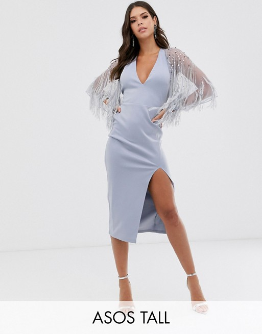 ASOS DESIGN Tall – Midikleid mit Cape und Kunstfederdesign
