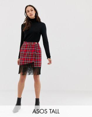 ASOS DESIGN Tall - Minigonna a portafoglio scozzese con frange sul fondo