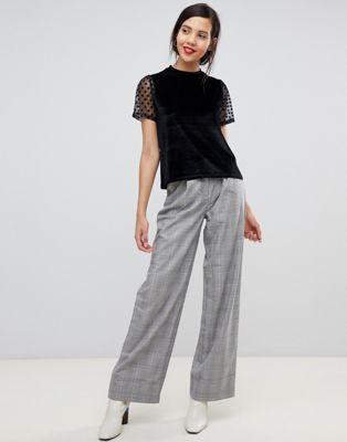Bild 1 av ASOS DESIGN – Tall – T-shirt i sammet med meshärm