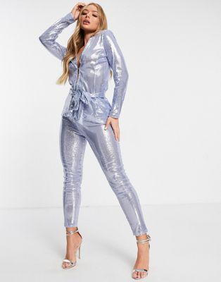 ASOS DESIGN – Tief ausgeschnittener Blazer aus Jersey mit Wickeldetail und blauenPailletten
