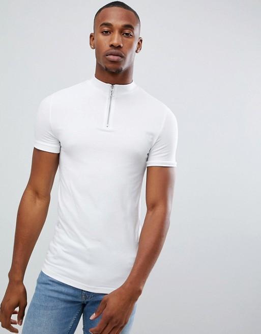 ASOS DESIGN – Vit t-shirt med stretch, dragkedja och halvpolokrage i muscle fit