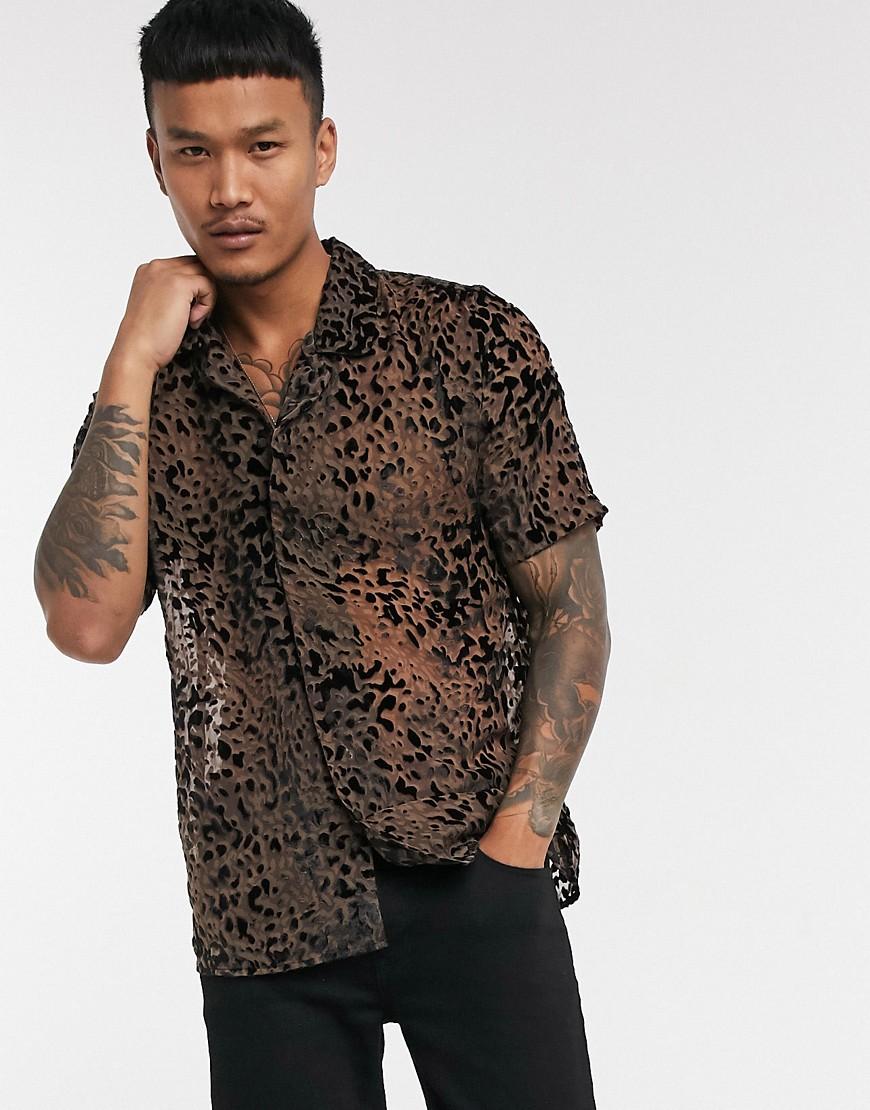 ASOS EDITION— Kortærmet skjorte med leopardprint-Brun