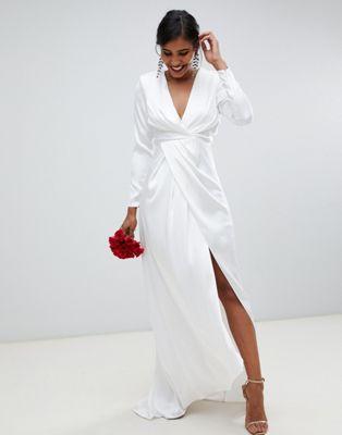 ASOS EDITION – Plisserad bröllopsklänning i satin med omlott och djup urringning