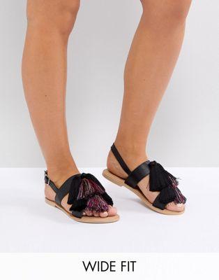 Afbeelding 1 van ASOS FAVOUR - Leren platte sandalen in brede pasvorm met kwastje