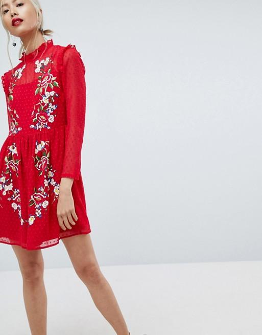 ASOS – Hübsch besticktes Minikleid mit Noppenstruktur